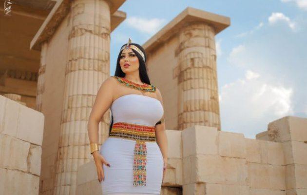 «Εκρηκτική» Αιγύπτια μοντέλο άναψε φωτιές επειδή φωτογραφήθηκε «τούμπανο» στη Σακάρα