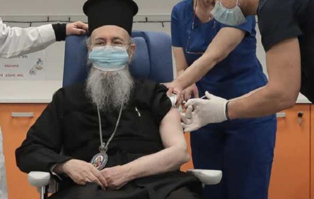 Κορωνοϊός: Αυτός είναι ο πρώτος Μητροπολίτης που έκανε το εμβόλιο