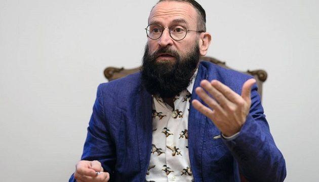Ποιος είναι ο ευρωβουλευτής που συνελήφθη στο πάρτι οργίων στις Βρυξέλλες