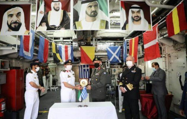 Ο στρατηγός Φλώρος επισκέφθηκε την εμιρατιανή κορβέτα στον Πειραιά – Ισχυρή συμμαχία