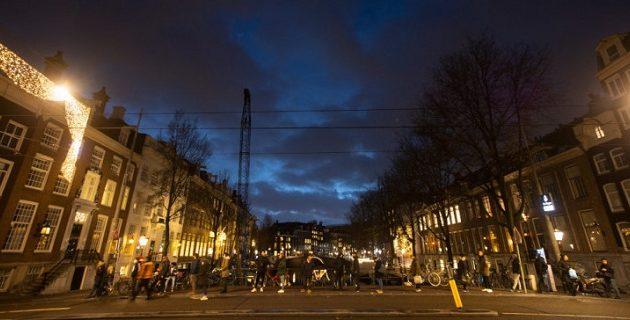 Παρατείνεται η νυχτερινή απαγόρευση κυκλοφορίας στην Ολλανδία