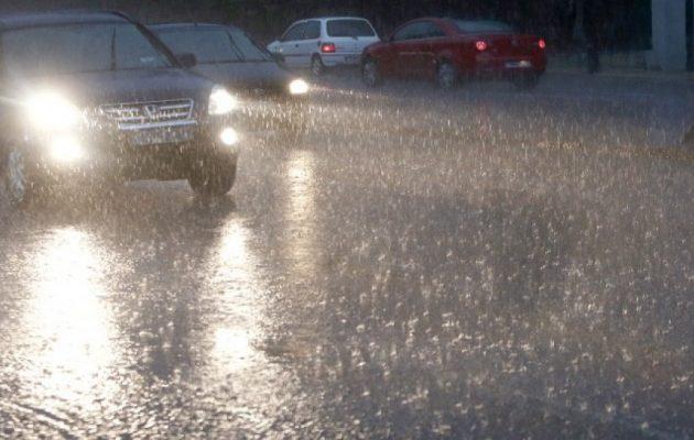 Καιρός: Ισχυρές βροχές την Παρασκευή – Που θα πέσει χαλάζι
