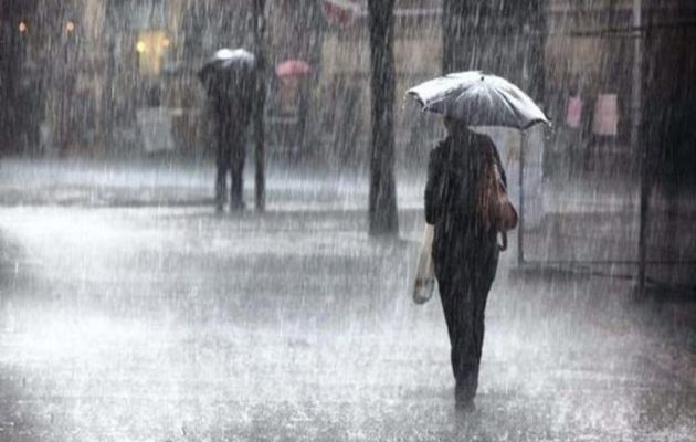 Καιρός: Λασποβροχές, καταιγίδες και χαλαζοπτώσεις τη Δευτέρα