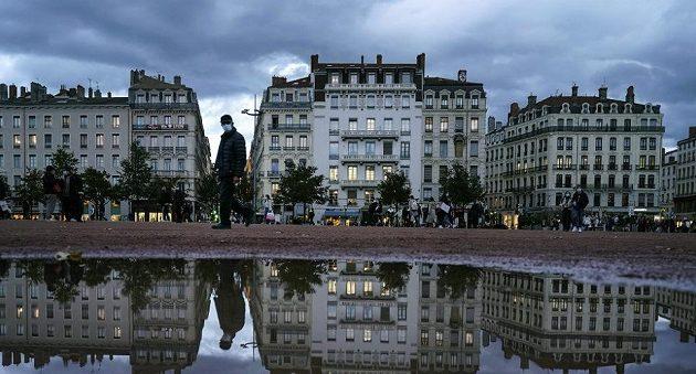 Απαγόρευση κυκλοφορίας μετά τις 18.00 σε όλη τη Γαλλία από το Σάββατο