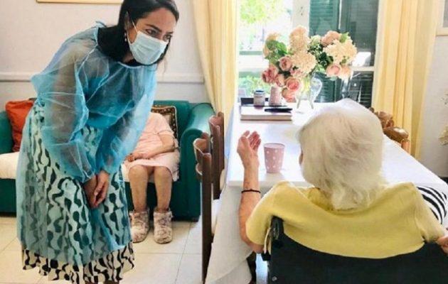 Έκανε το εμβόλιο για τον κορωνοϊό η γηραιότερη γυναίκα στην Ελλάδα