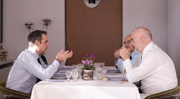 Γεύμα Μητσοτάκη-Ράμα στην οικία του πρωθυπουργού