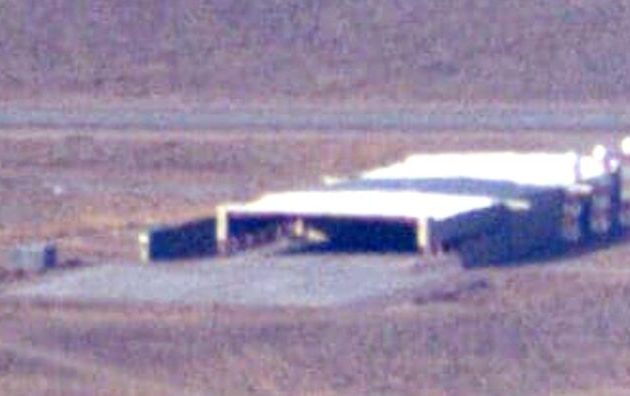 Μυστηριώδες τριγωνικού σχήματος ιπτάμενο αντικείμενο σε υπόστεγο της «Περιοχής 51» στη Νεβάδα
