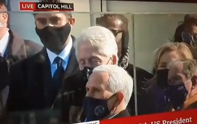 Ο Μπιλ Κλίντον κοιμήθηκε όρθιος στην ομιλία του Τζο Μπάιντεν (βίντεο)