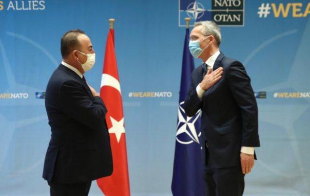 Ο Στόλτενμπεργκ είδε τον Τσαβούσογλου και μετά χαιρέτισε τις διερευνητικές Ελλάδας-Τουρκίας