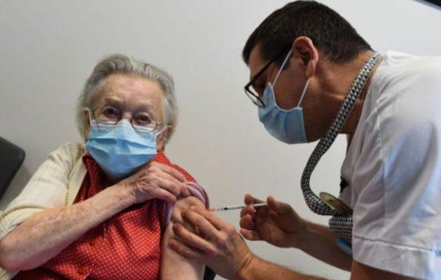 Άρχισαν οι εμβολιασμοί για τους 85χρονους και άνω
