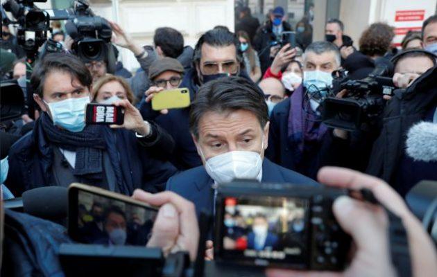 «Ζυμώσεις» για να βρεθεί λύση στην πολιτική κρίση στην Ιταλία