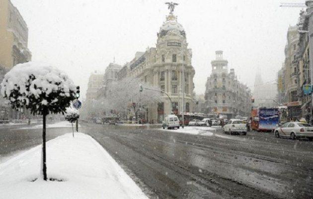 Θανατηφόρος χιονιάς σαρώνει την Ισπανία – Τρεις νεκροί