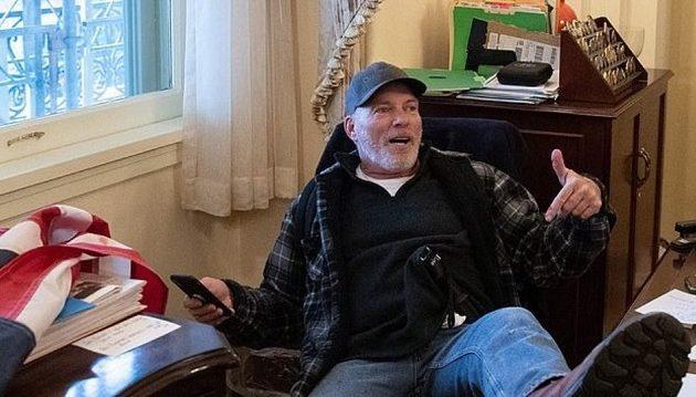 Συνελήφθη 60χρονος οπαδός του Τραμπ για την εισβολή στο Καπιτώλιο