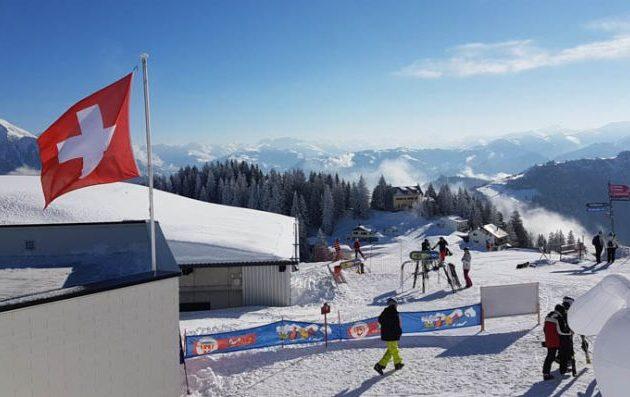 Σε καραντίνα ξενοδοχεία και σχολές σκι σε χιονοδρομικό στην Ελβετία λόγω κορωνονοϊού