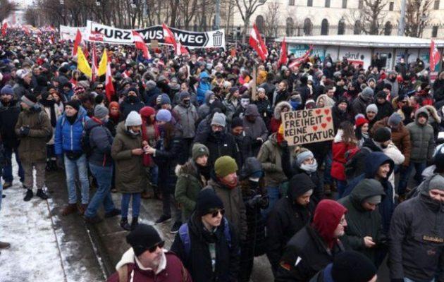 10.000 διαδήλωσαν στη Βιέννη κατά των περιοριστικών μέτρων