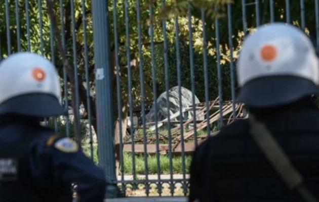 Με τους ψήφους ΝΔ και Ελληνικής Λύσης «πέρασε» το νομοσχέδιο για την αστυνομία στα ΑΕΙ