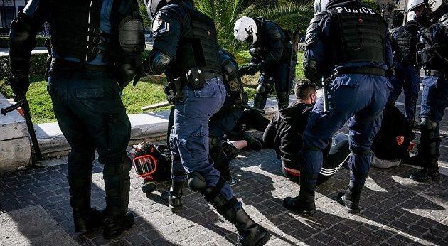 Καταγγελίες φοιτητών για αστυνομική βία – Της πάτησε το πόδι μηχανή της Ομάδας Δράσης