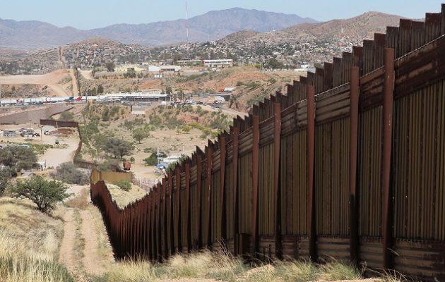 Ο Μπάιντεν «τελειώνει» το συνοριακό τείχος του Τραμπ