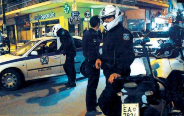 Der Freitag: Στην Ελλάδα «παντού αστυνομικοί, πουθενά γιατροί»