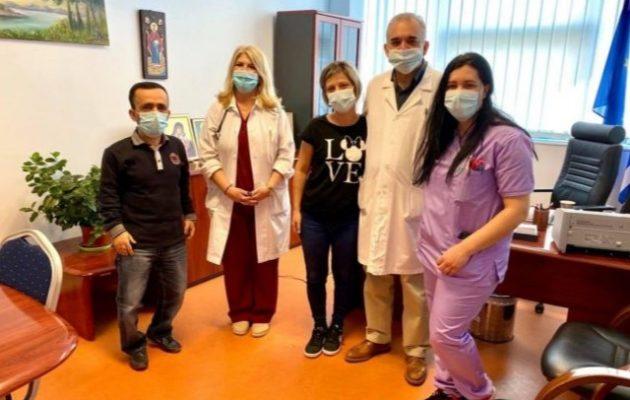 Βγήκε από το νοσοκομείο η 40χρονη νοσηλεύτρια που είχε παραλύσει μετά το εμβόλιο
