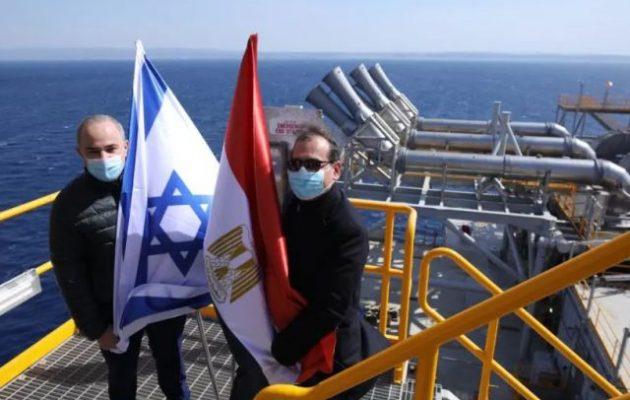Στην εξέδρα του κοιτάσματος Λεβιάθαν Ισραηλινός και Αιγύπτιος υπουργοί Ενέργειας με τις σημαίες τους