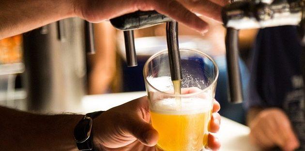 Δανία: 25 ευρώ για μια μπύρα και το εμβόλιο κερασμένο