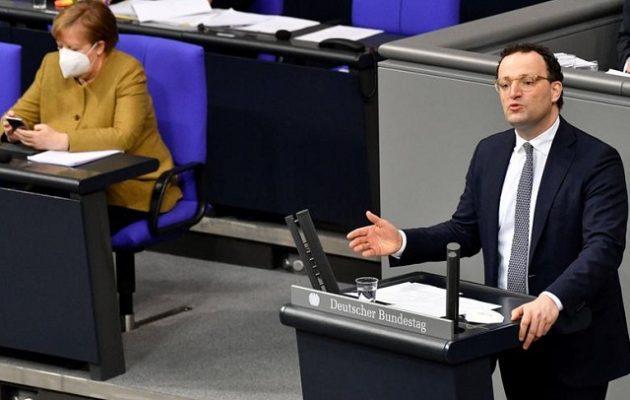 Der Spiegel: «Φτάνει πια» με τη διαχείριση της πανδημίας – Να παραιτηθεί ο υπουργός Υγείας