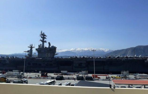 ΓΕΕΘΑ: Ο αμερικανικός θαλάσσιος γίγαντας έδεσε στο «Σταθερό Αεροπλανοφόρο» της Ελλάδας, στην Κρήτη