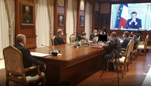 Ο Ερντογάν ζητά συνεργασία με τον Μακρόν – «Μπορούμε να δράσουμε με αλληλεγγύη»