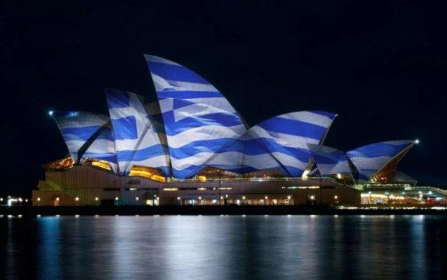 Πάνω από 50 πόλεις ανά τον κόσμο φωταγωγούν εμβληματικά κτίριά τους με τα χρώματα της Ελληνικής Σημαίας