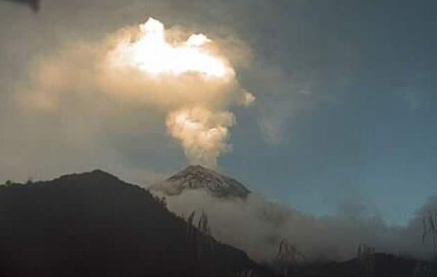 Το Εκουαδόρ καλύφθηκε από την ηφαιστειακή τέφρα του ηφαιστείου Σανγκάι