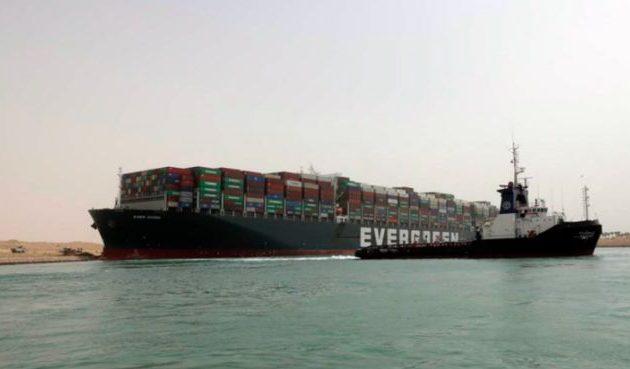 Μεγάλη ζημιά στην παγκόσμια οικονομία από το καράβι που έκλεισε το Σουέζ – Η Τουρκία «πρόθυμη»