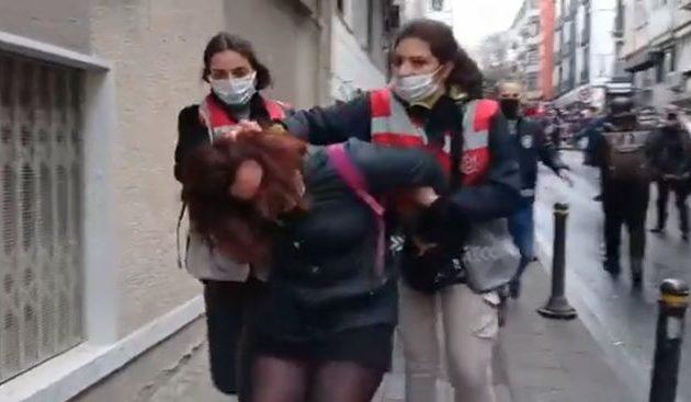 Με αυτές τις εικόνες διασύρεται η Τουρκία διεθνώς – Κατάλαβες Χρυσοχοΐδη γιατί δεν μπορείς να κάνεις τα ίδια; (βίντεο)