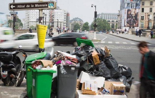 Το Παρίσι μοιάζει με σκουπιδότοπο την περίοδο της πανδημίας – 15 δισ. οι απώλειες από τον τουρισμό