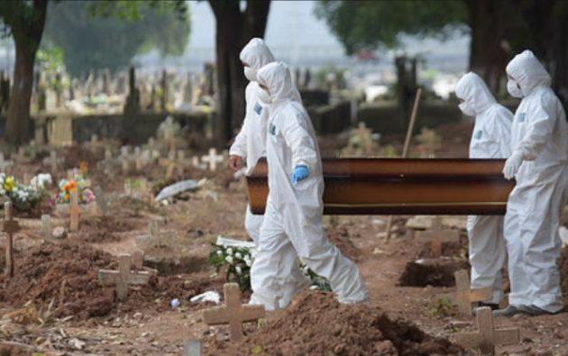 Στο Σαν Πάολο της Βραζιλίας αδειάζουν παλιούς τάφους για να ταφούν οι νεκροί της πανδημίας