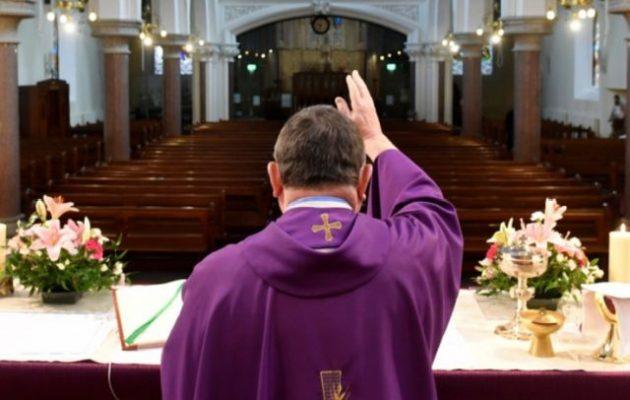 Γιορτάζουν το Πάσχα οι ρωμαιοκαθολικοί – Μεταδίδουν οι εμβολιασμένοι;