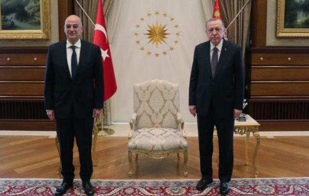 Ολοκληρώθηκε η συνάντηση του Δένδια με τον Ερντογάν παρουσία Τσαβούσογλου