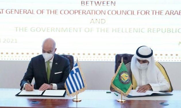 Ο Νίκος Δένδιας υπέγραψε Μνημόνιο Κατανόησης με τον Γ.Γ. του Συμβουλίου Συνεργασίας του Κόλπου