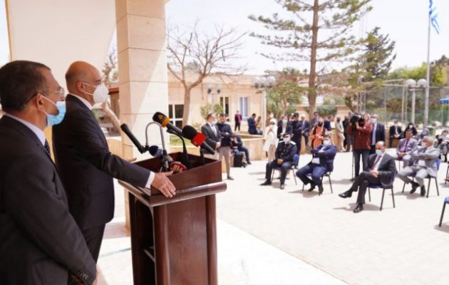 Δένδιας σε Έλληνες Βεγγάζης: «Η ελληνική παρουσία στη Λιβύη αποκαθίσταται και θα παραμείνει»