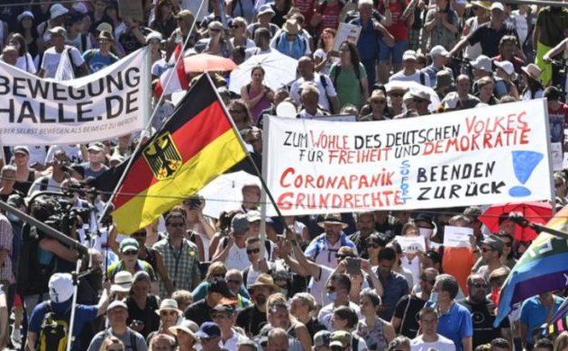 Γερμανία: Οι μυστικές υπηρεσίες παρακολουθούν τους «αρνητές» της πανδημίας
