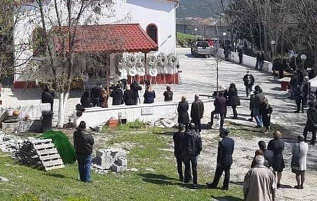 Δράμα: Σε κλίμα οδύνης η κηδεία του δημοσιογράφου Γιώργου Καραϊβάζ