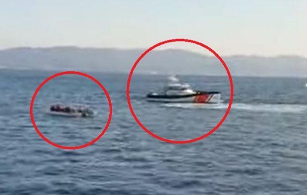 Δείτε σε βίντεο τουρκική ακταιωρό να συνοδεύει φουσκωτό με αλλοδαπούς στα ελληνικά ύδατα