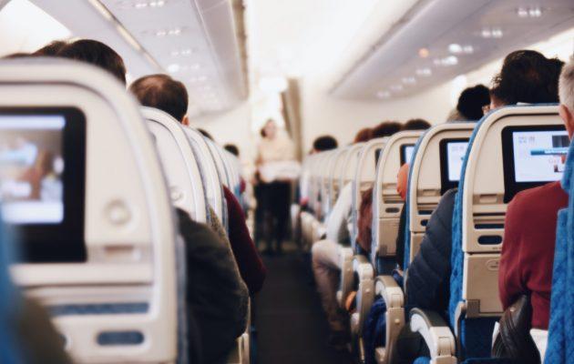 Πώς θα προστατευτούμε από τον κορωνοϊό στο αεροπλάνο – Όλες οι απαντήσεις