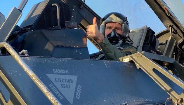 Ο Πάιατ πέταξε με F-16 – «Μοναδική η γεωστρατηγική θέση της Ελλάδας»