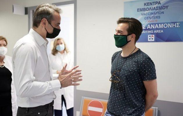 Ο Μητσοτάκης στο εμβολιαστικό κέντρο της Ραφήνας – Πάνω από 3 εκατ. εμβολιασμοί στην Ελλάδα