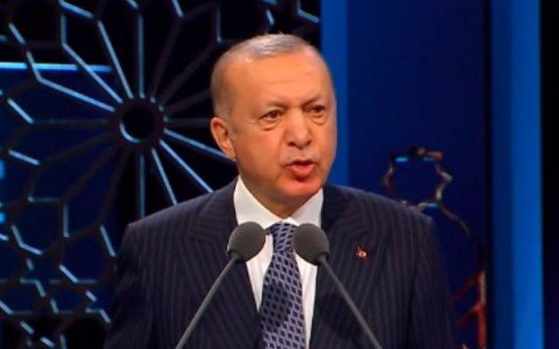 Ο Ερντογάν απείλησε με «γκιλοτίνα» τη Γαλλία και «αναταραχή» από «6 εκατ. Τούρκους και 35 εκατ. μουσουλμάνους»