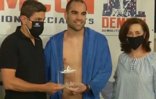 Ρεκόρ Γκίνες για τον Σπύρο Χρυσικόπουλο – Κολύμπησε σχεδόν 360 χλμ σε πισίνα
