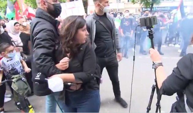 Δείτε βίντεο με επίθεση σε Ισραηλινή δημοσιογράφο από φιλοπαλαιστίνιους στη Γερμανία (βίντεο)