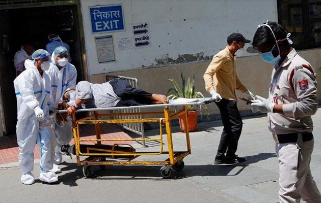 Ινδία: Πάνω από 220.000 οι νεκροί – «Τρομακτικά τα πράγματα τις επόμενες εβδομάδες»