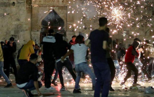 Πεδίο μάχης η Ιερουσαλήμ μεταξύ Παλαιστινίων και ισραηλινής Αστυνομίας